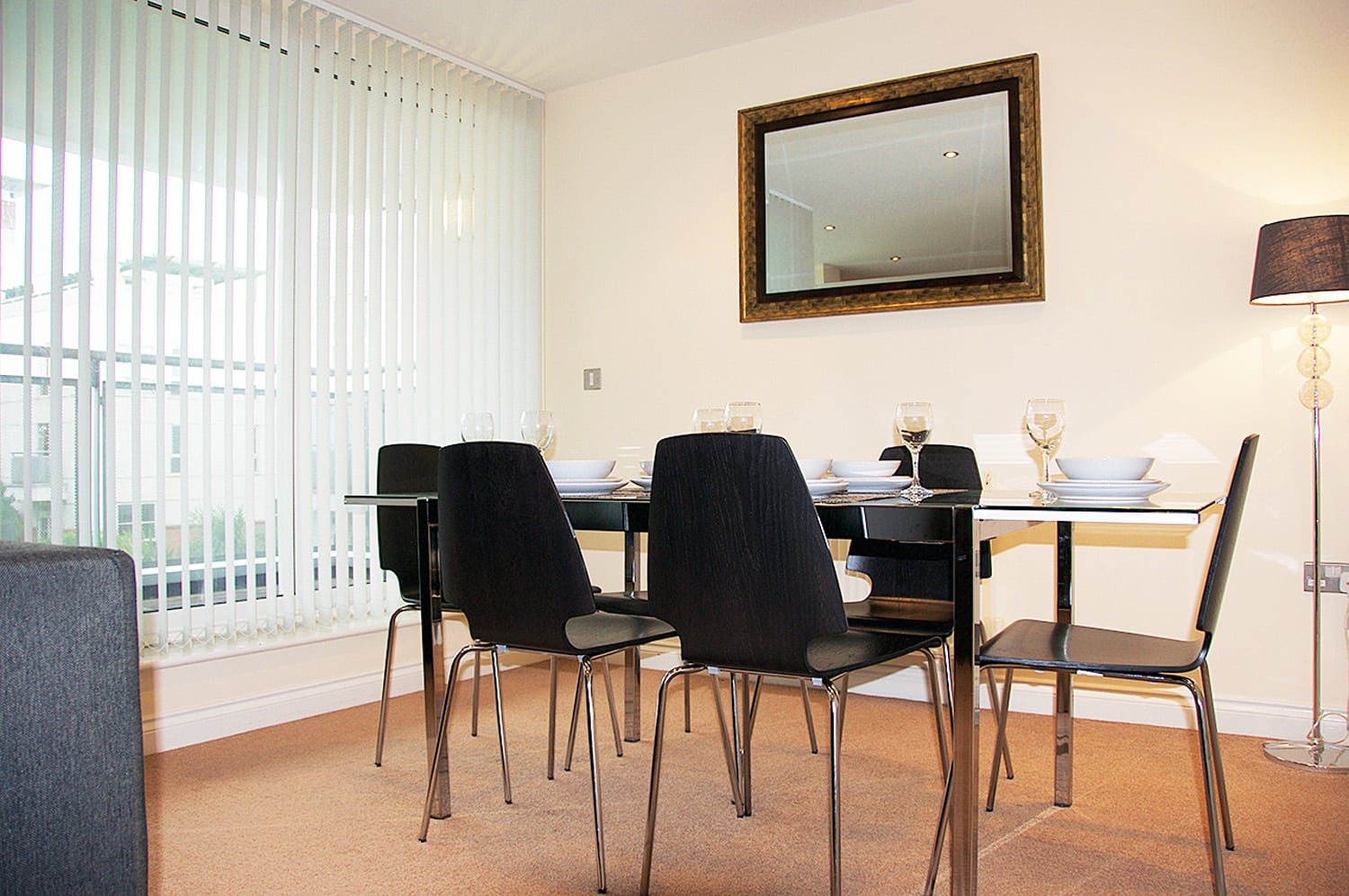 ur stay serviced apartments Leicester dinning area