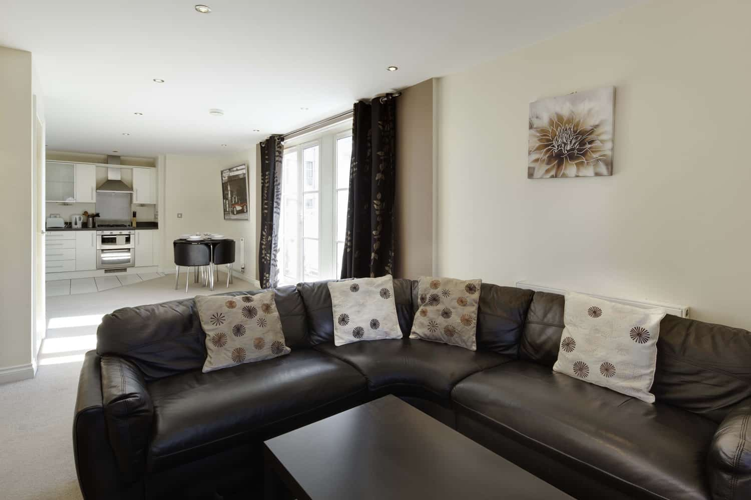 UR-STAY-SERVICED-APARTMENTS Leicester