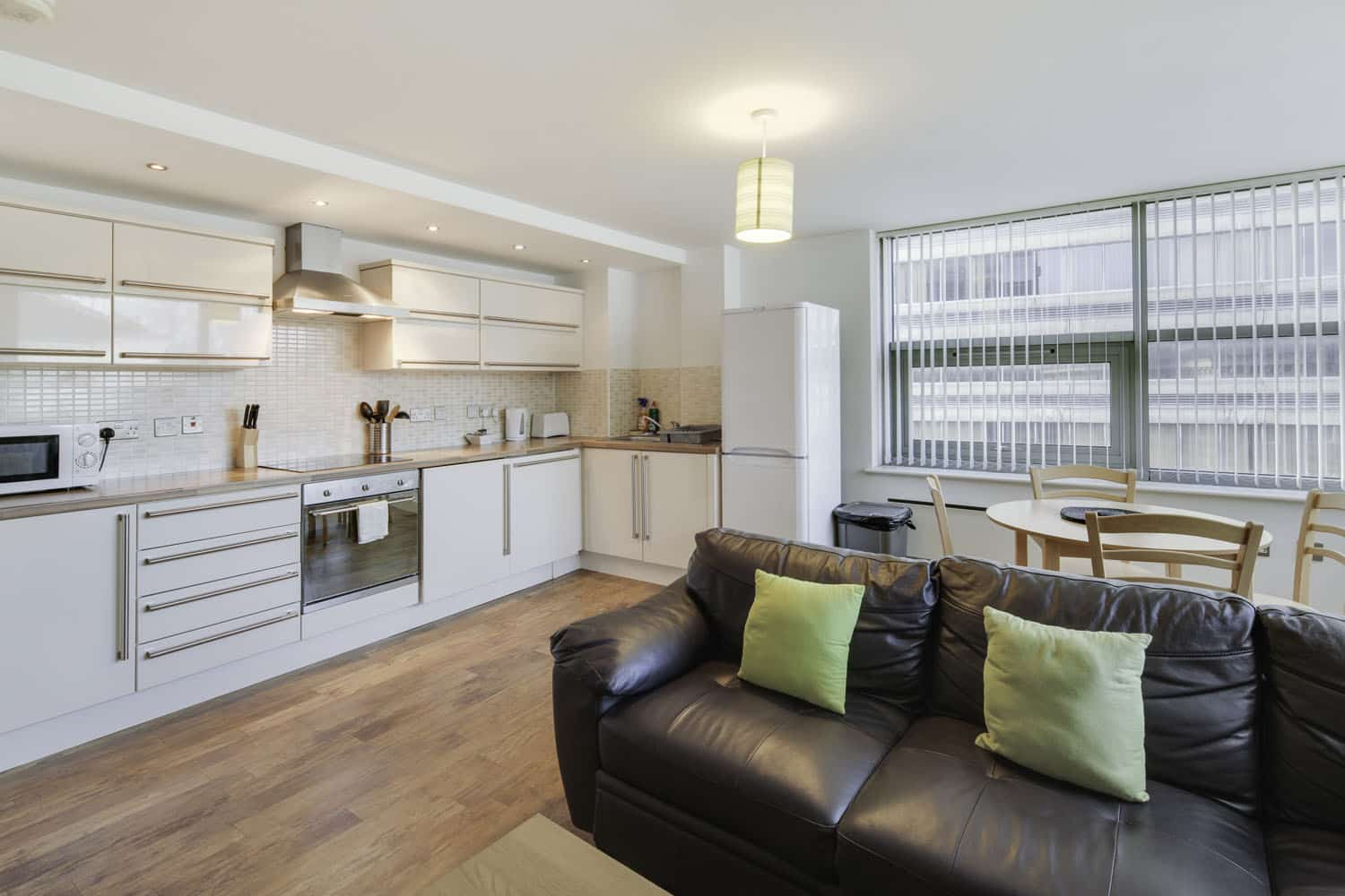 2 bed serviced apartment Leicester - Kitchen