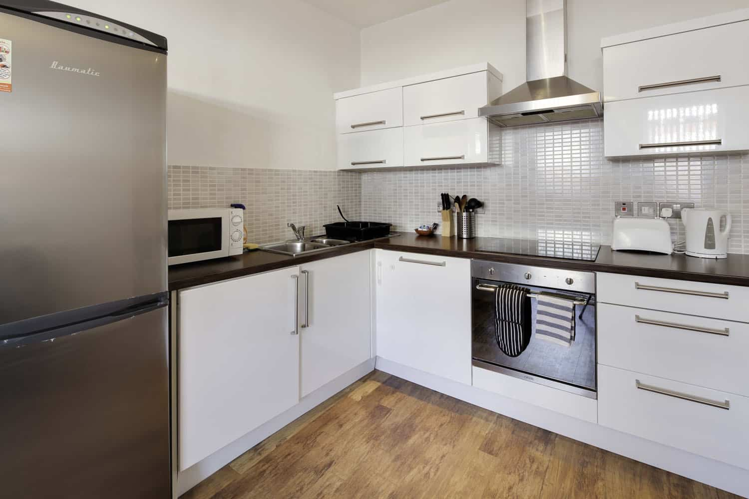 Large twin 2 bed serviced apartment Leicester - Kitchen