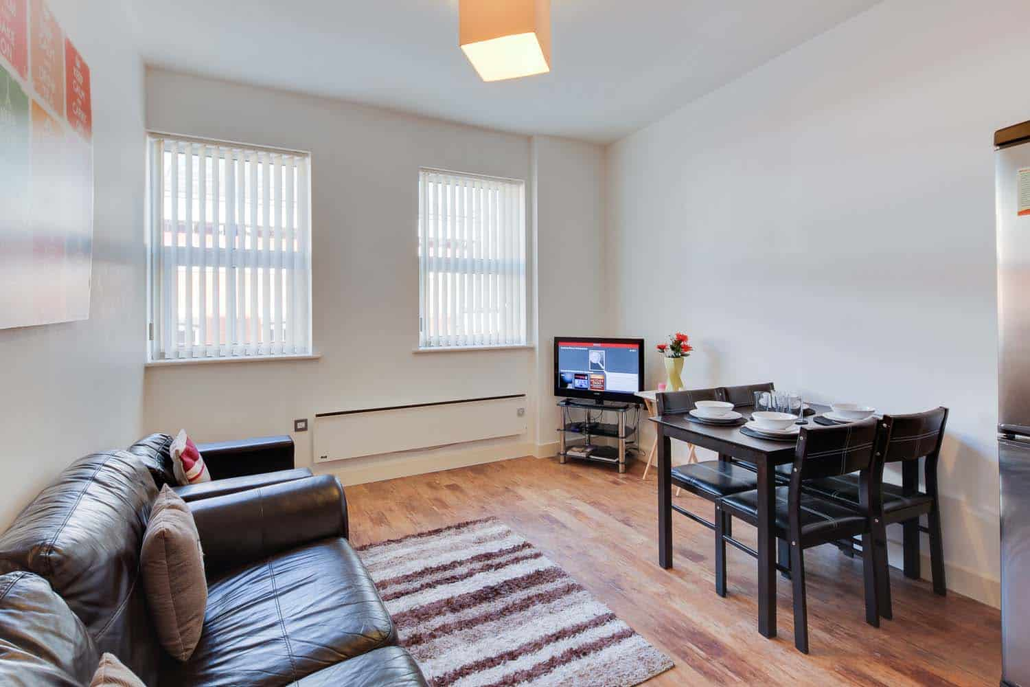 Large twin 2 bed serviced apartment Leicester - Lounge