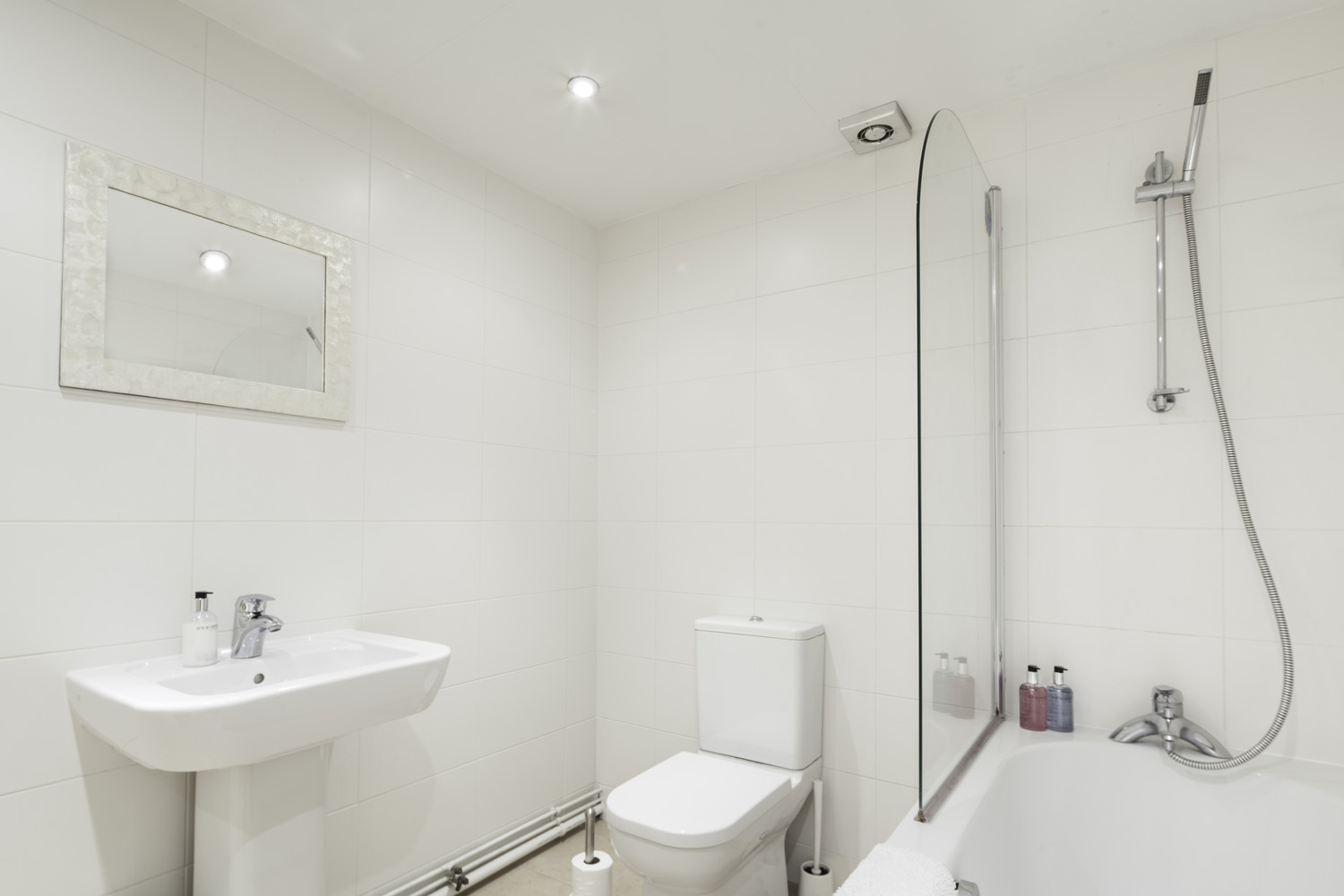 twin 2 bed serviced apartment Leicester - Bathroom