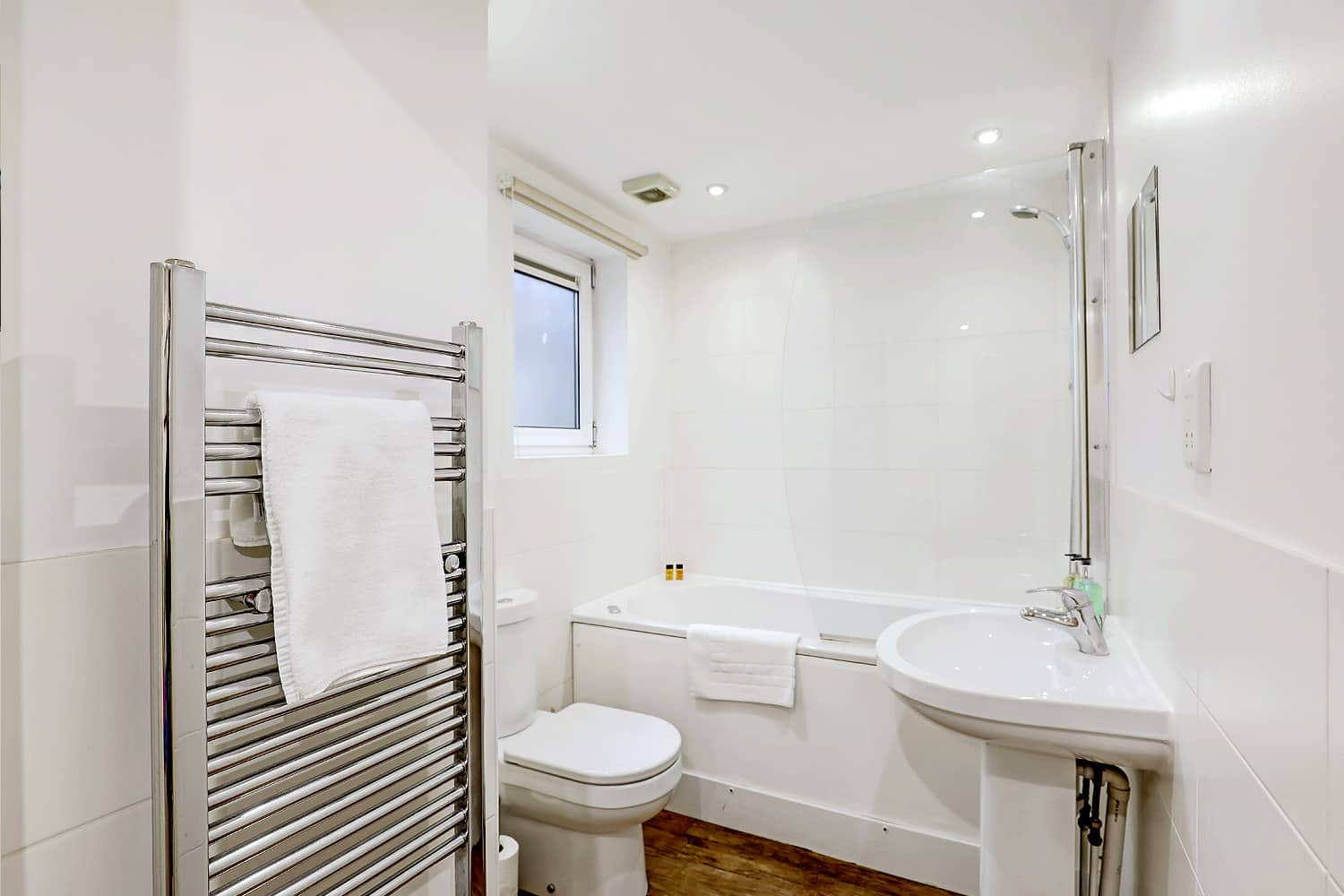 bathroom  serviced apartment Leicester