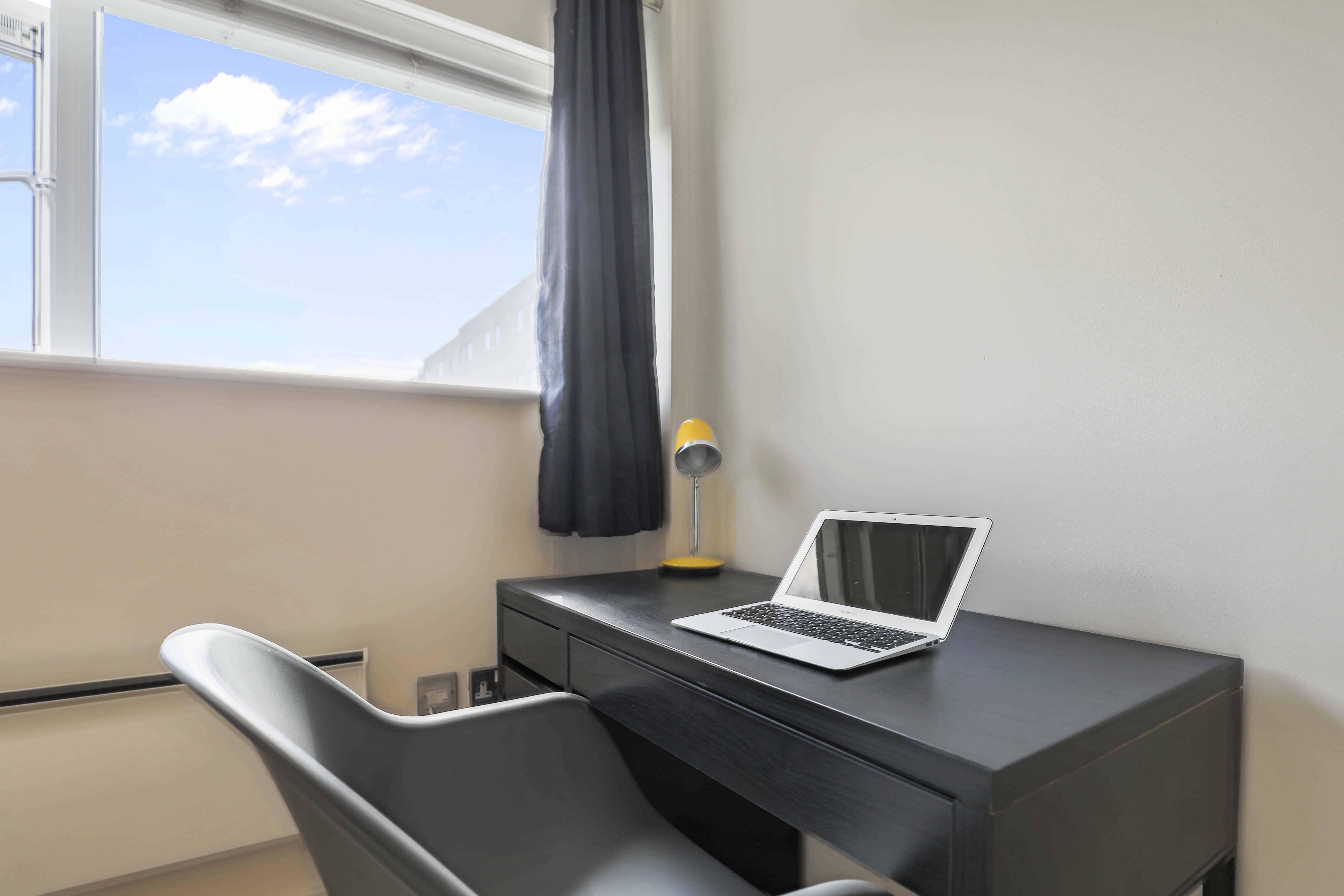 executive 1 bed bedroom work desk